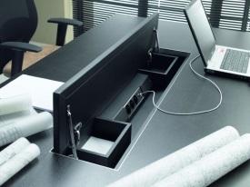 nowoczesne biurko do gabinetu z piórnikiem