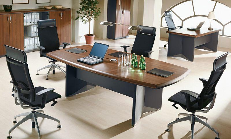 biurko do gabinetu z krzesłami