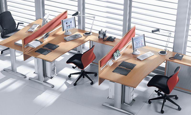 rozmieszczenie biurek pracowniczych w open-space