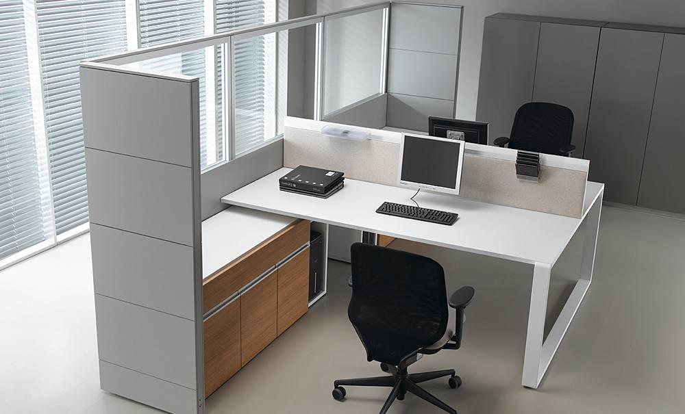 szklana ścianka działowa w biurze