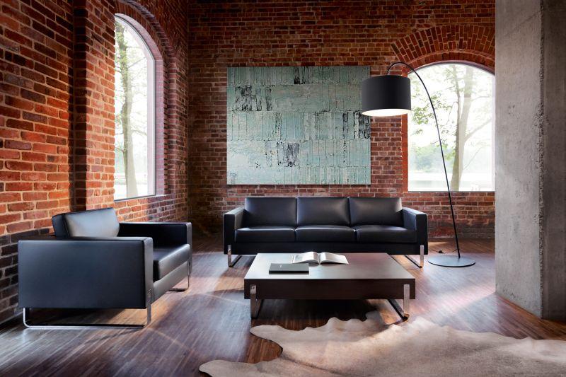 sofa biurowa ze skóry w recepcji