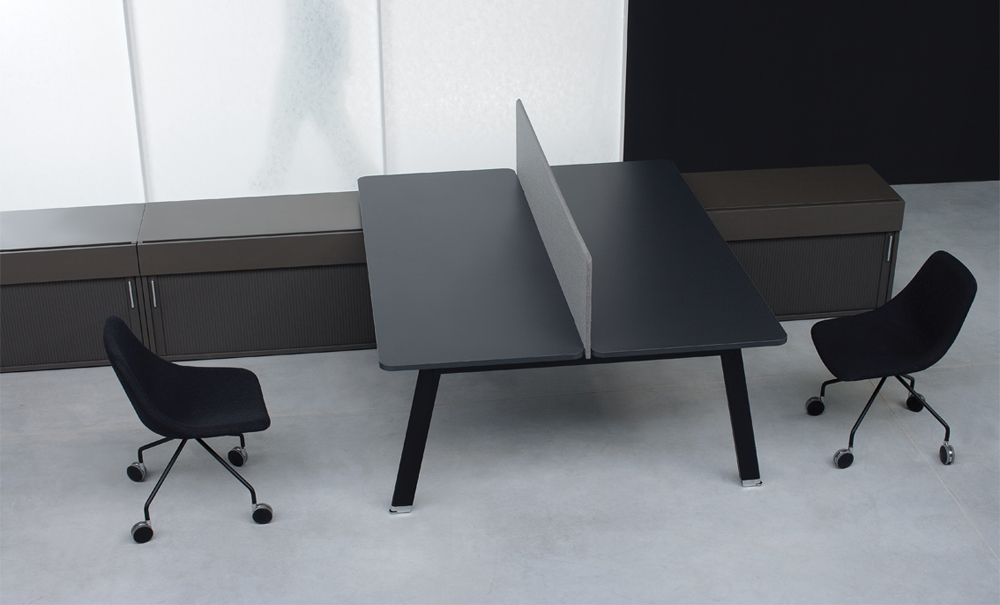simplic-biurko-podwojne-scianka-dzialowa