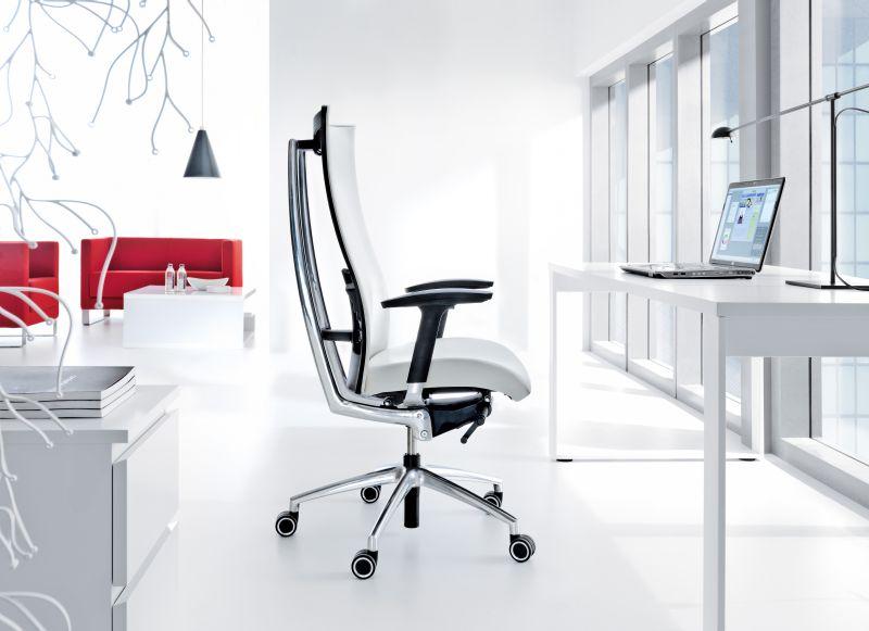 nowoczesny fotel gabinetowy dobry na kręgosłup