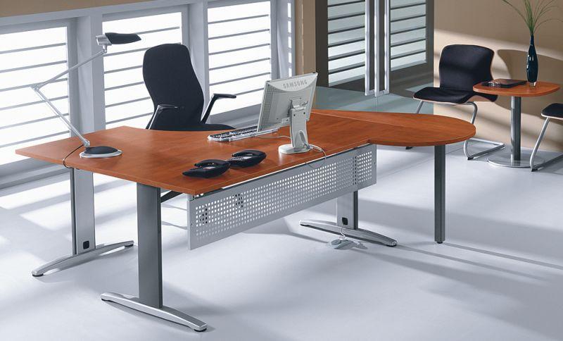 układ mebli w biurze, biurko z fotelem