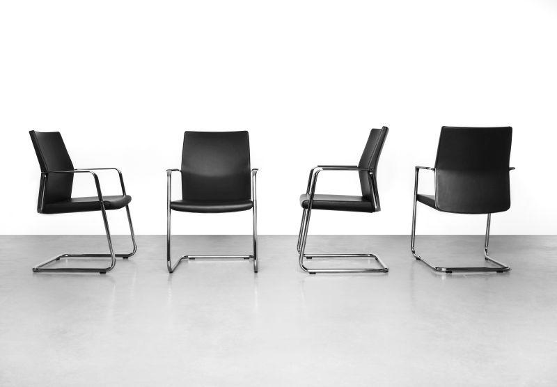 myturn krzesła konferencyjne na płozach z możliwością sztaplowania